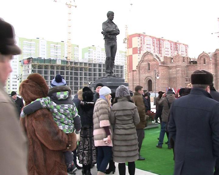 Памятник Дериглазову