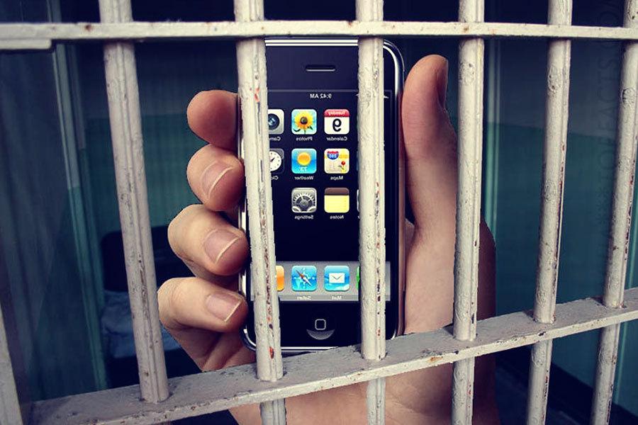 Адвокат пытался пронести на зону мобильник