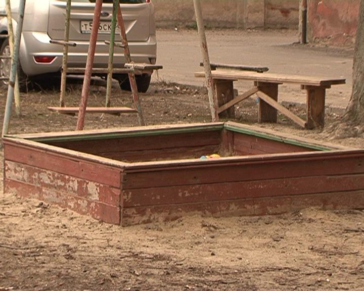 Жителям Курска предлагают обновить освещение, асфальт и поставить урны во дворах