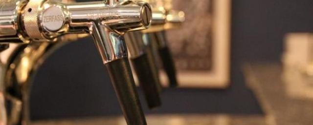 В многоэтажке Курска магазин незаконно продавал пиво