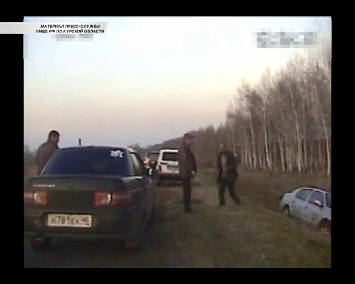 В Курской области нетрезвый водитель попал в аварию и пытался дать взятку инспектору