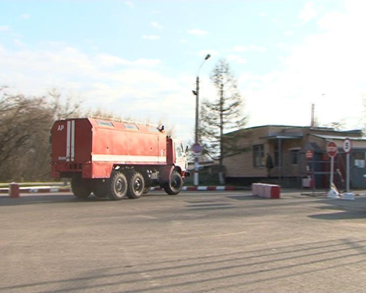 (ВИДЕО) В военную часть Курской области продолжают прибывать пожарные машины. Горит склад боеприпасов