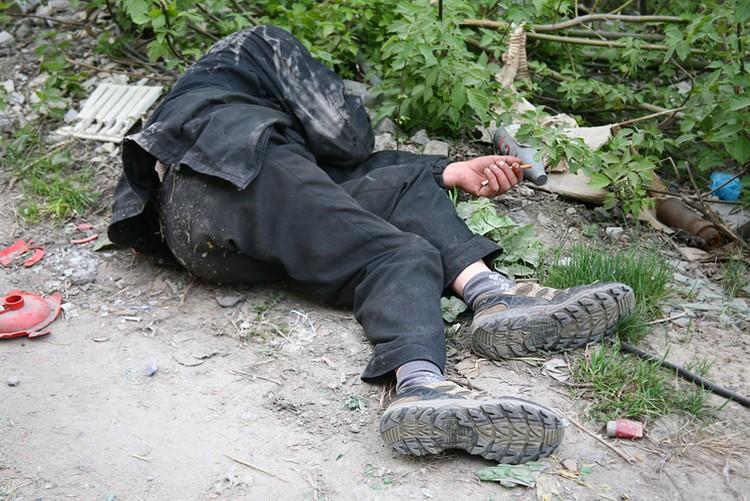 В Курской области парень забил бомжа стулом