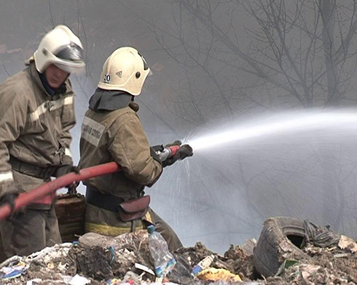 ВИДЕО: Пожар в районе КЗТЗ. В Курске горела стихийная свалка