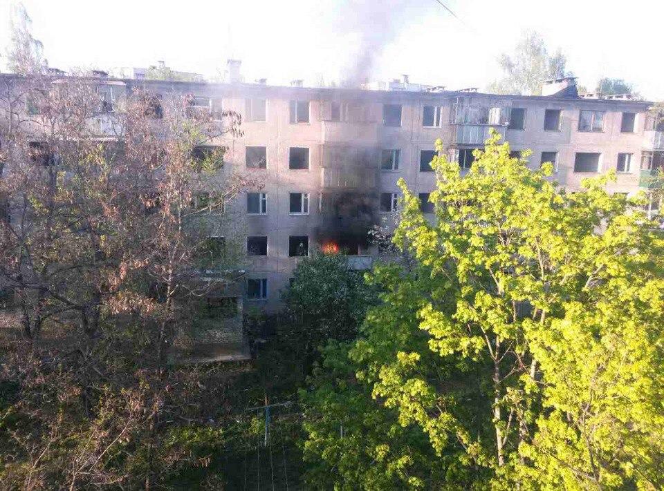 В Курске тушили аварийный дом на Конорева