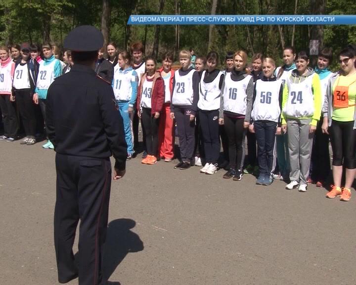 В Курске на ежегодный легкоатлетический кросс вышли 70 девушек-полицейских