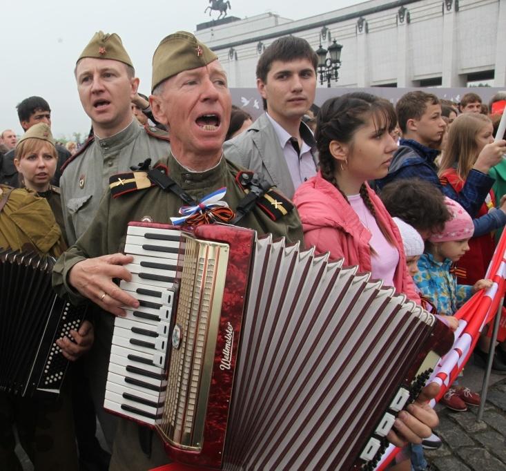 Курские волонтеры приглашают жителей города спеть Катюшу