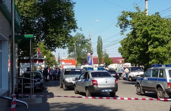 В Курске наркоман взял заложника в магазине