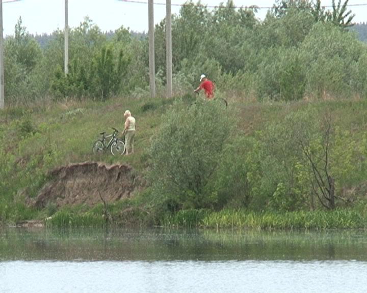 Жителям хутора Зубков Курского района преградили путь к реке