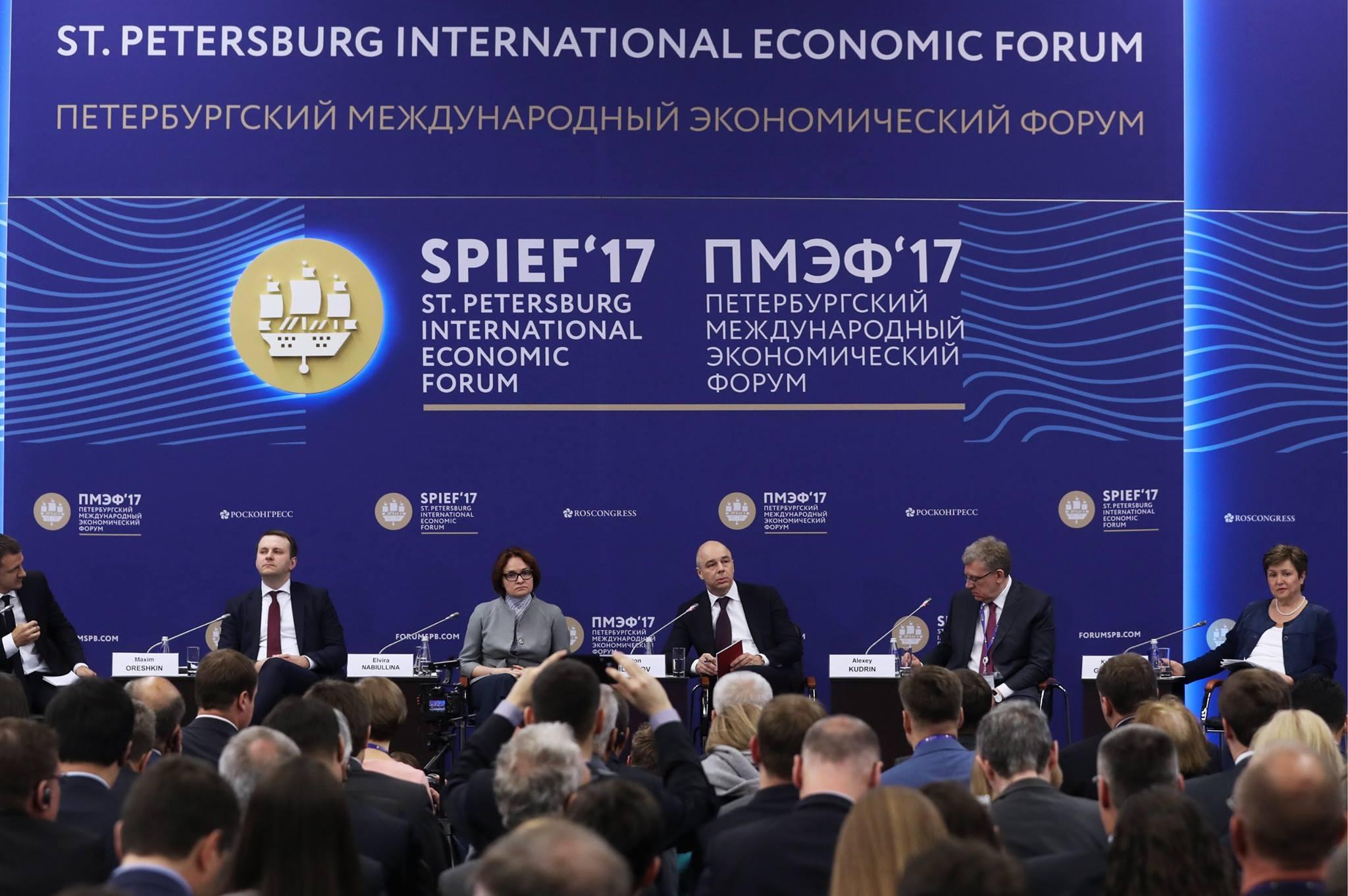 Курские молодые предприниматели во главе с губернатором Александром Михайловом принимают участие в ПМЭФ-2017