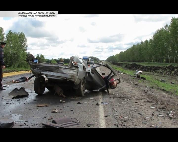 В Курской области в ДТП погибли четыре человека, среди них беременная женщина