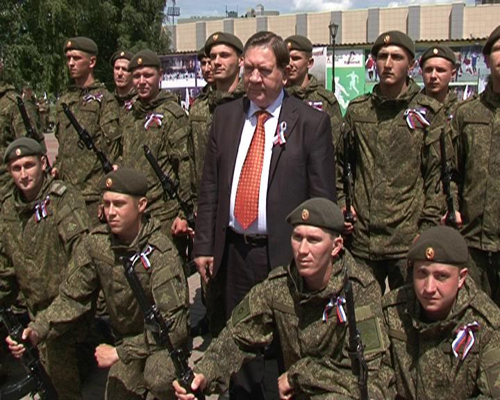 Курянам на День России показали военную технику
