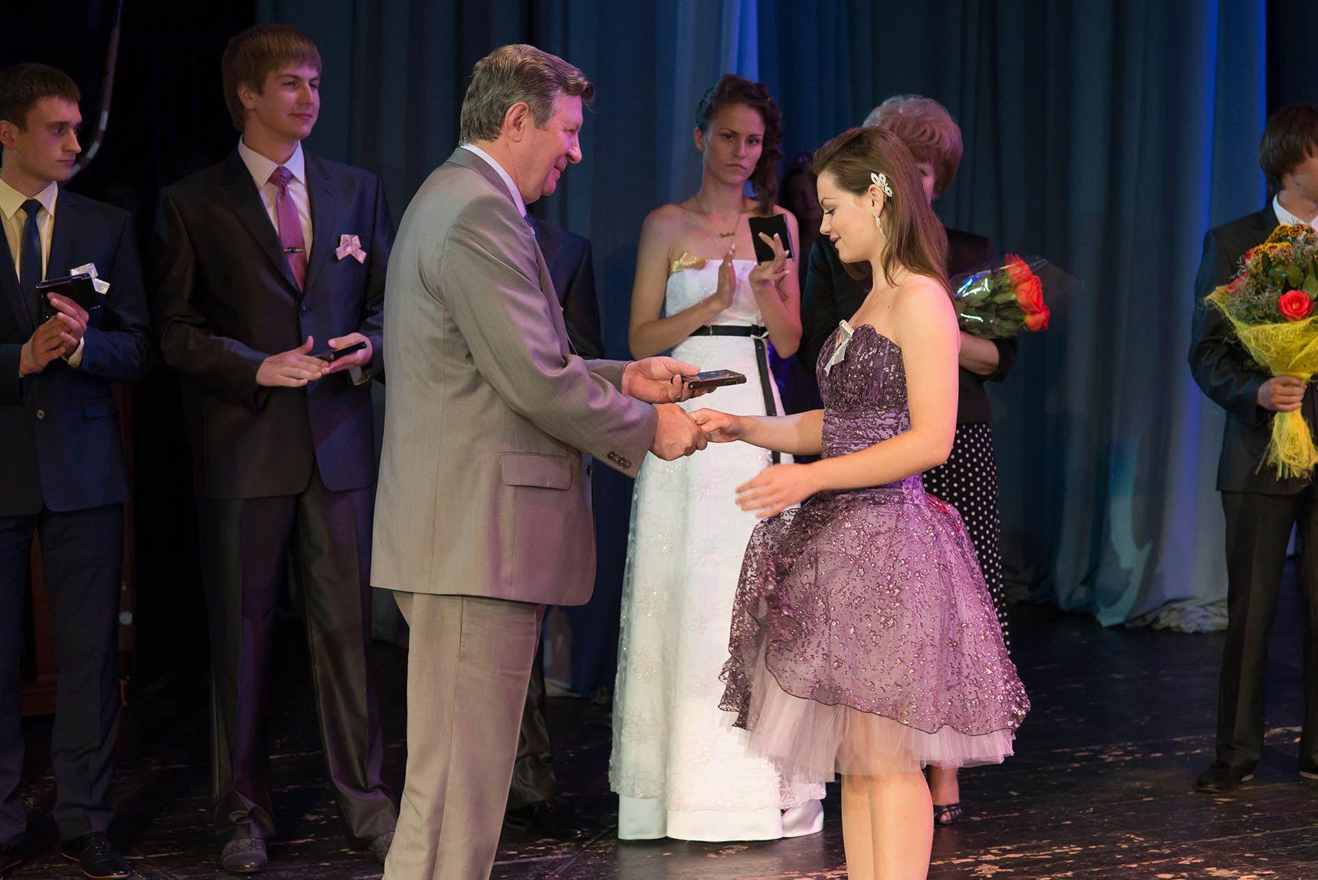 Среди курских выпускников 454 получат медали «За отличную учебу»