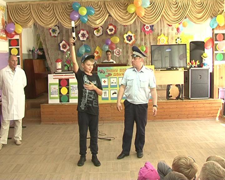 Курским школьникам о ПДД рассказали госавтоинспекторы и мотогонщики