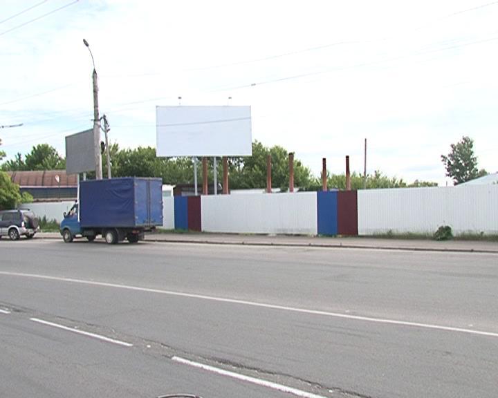 Обустройство набережной в районе площади Добролюбова началось и завершилось металлическим забором