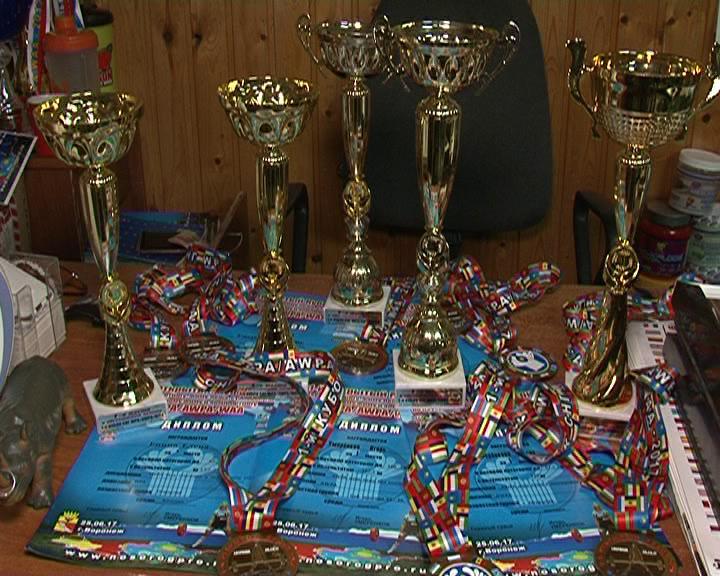 Курские спортсмены отличились на турнире по пауэрлифтингу