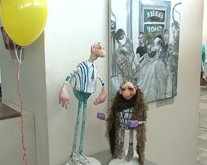 Выставка - головоломка. Абстракция вперемешку с пейзажами, портреты рядом с куклами