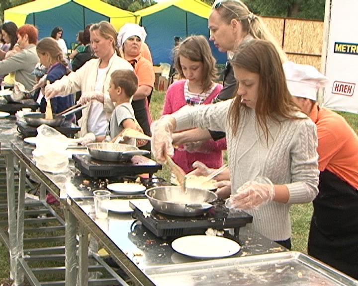 В Курске установили мировой рекорд - приготовили более 5 тысяч оладий