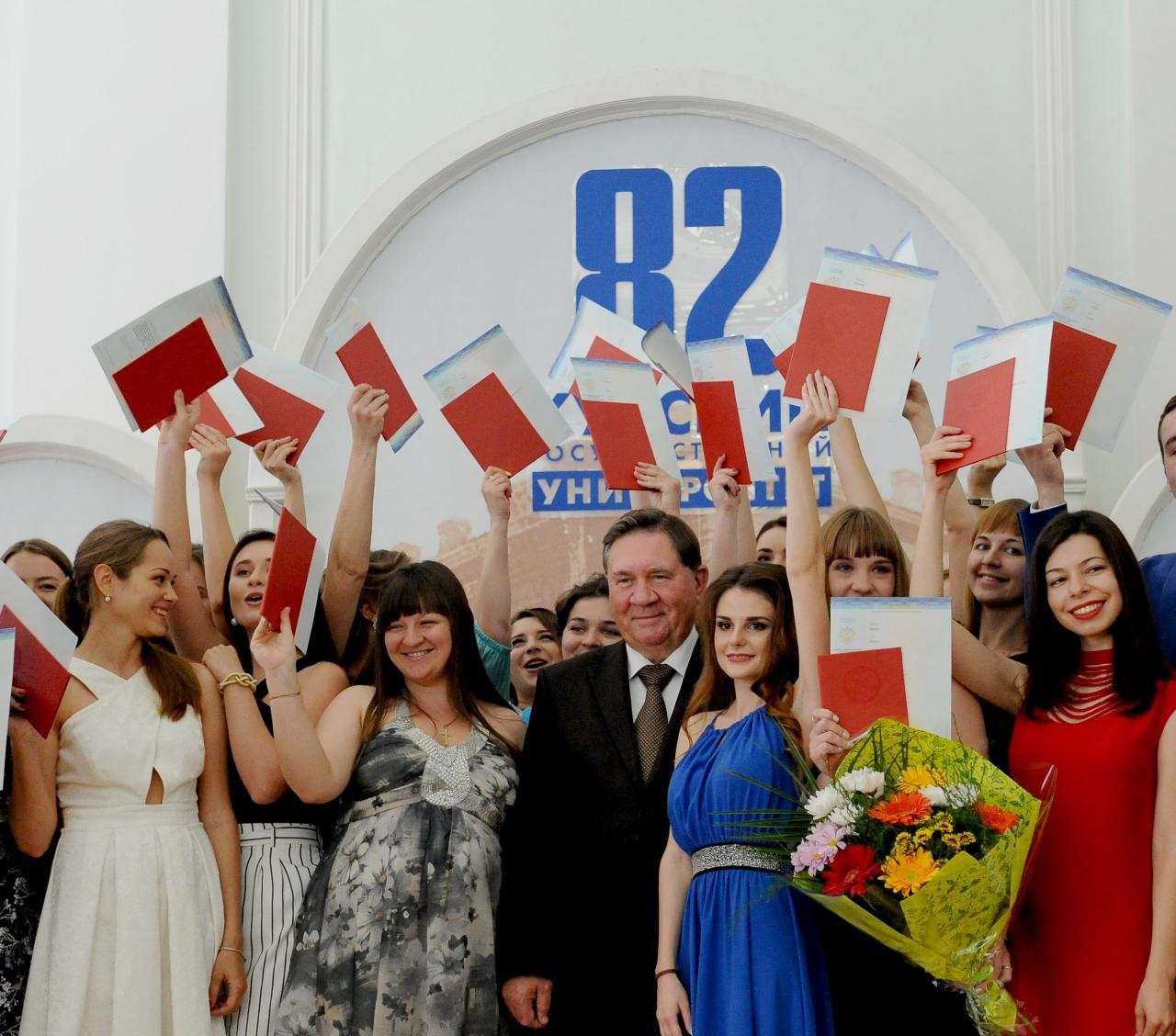 Александр Михайлов поздравил курских выпускников