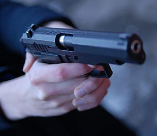 Курянин расстрелял жену и сына из травматического пистолета
