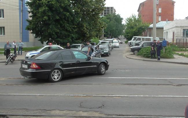 В Курске подросток вырулил от столкновения с Мерседесом и упал