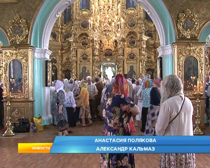 Православные верующие отмечают явление Казанской иконы Божьей Матери