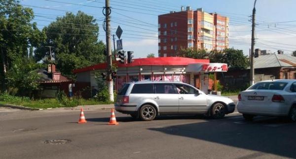 В центре Курска Фольксваген сбил пенсионерку на пешеходном переходе.