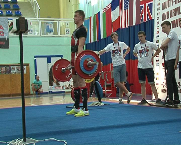 В Курске стартовал Чемпионат Мира по пауэрлифтингу