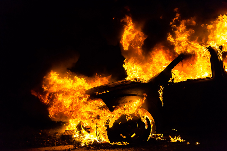 Чтобы отомстить экс-подруге, курянин сжег ее машину