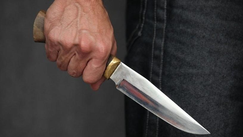 В Курске мужчина ранил ножом незнакомца
