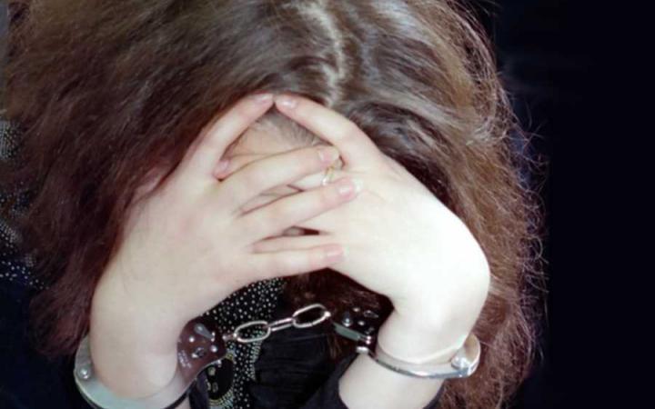 Юная курянка задержана при закладке наркотиков