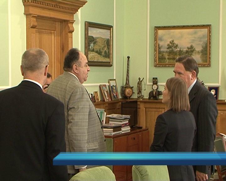 Губернатор Курской области встретился с послом из Эквадора