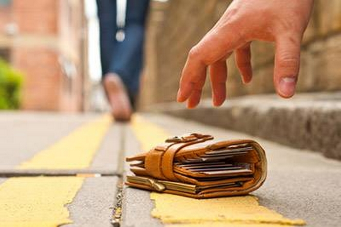 Курянин нашел кошелек и попал под уголовное дело