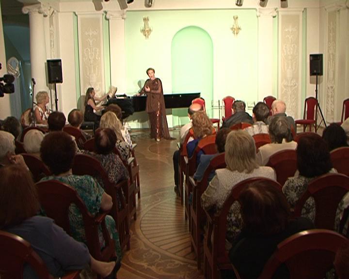 Артисты курской филармонии знакомят зрителя с программой нового 82-го концертного сезона