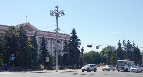 Жителям Курска предлагают поучаствовать  в реконструкции сквера у Дома Советов