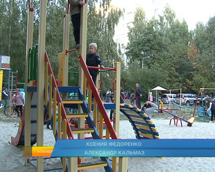 В Курске активно возводят детские площадки.