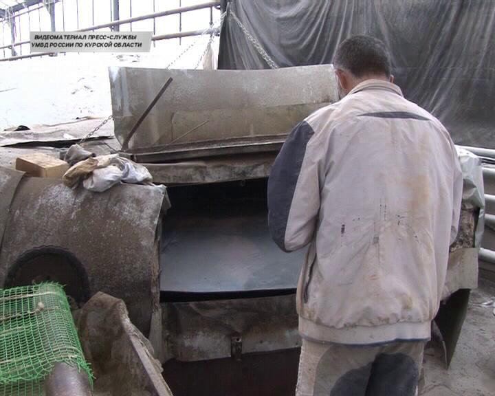 В Курском районе в заброшенной теплице обнаружили цех по производству лаваша