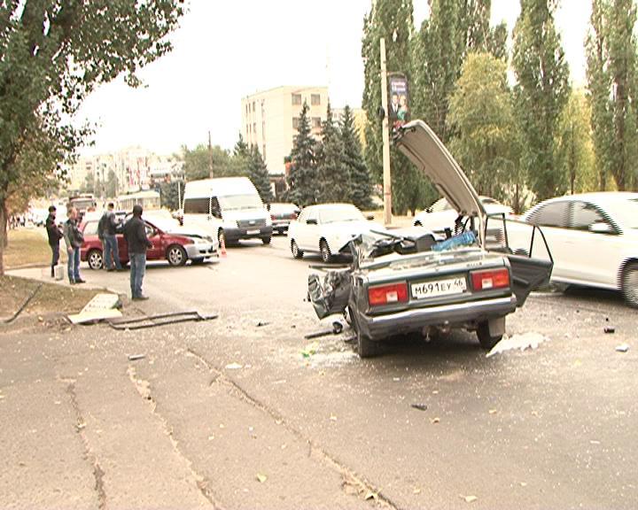 ВИДЕО: Серьезная авария на Сумской