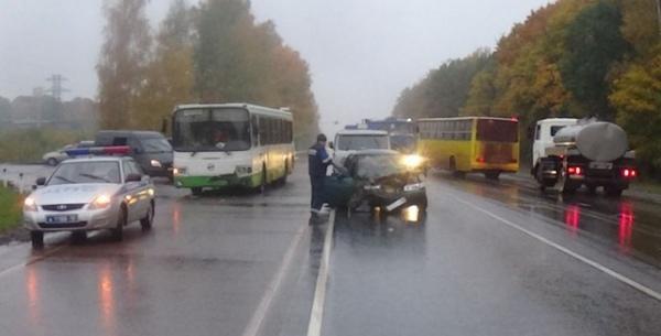 В Курской области столкнулись автобус и ВАЗ