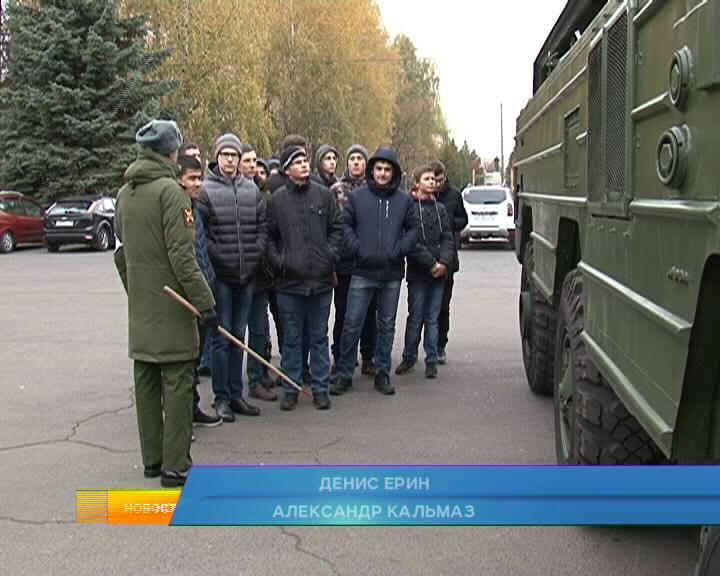 В День призывника в Курске провели торжественное собрание молодежи.