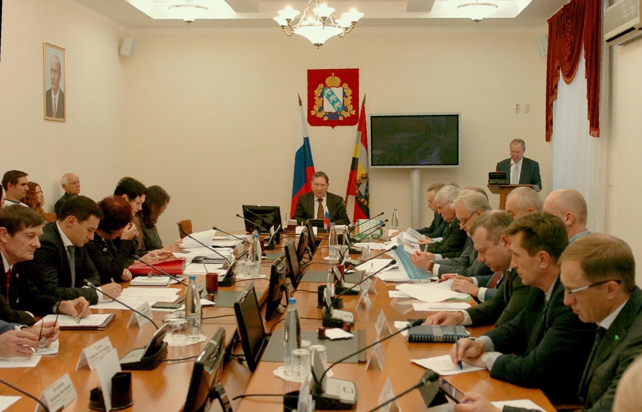 В Доме советов обсудили инвестиционную привлекательность региона. Александр Михайлов провел заседание