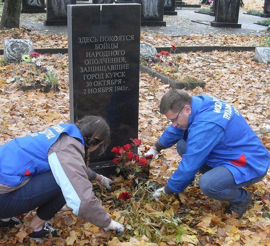 Куряне устроили внеплановый субботник на Никитском кладбище