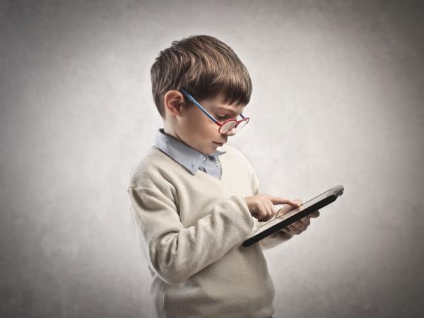 Курянка подозревается в краже  телефона у 8-летнего ребенка
