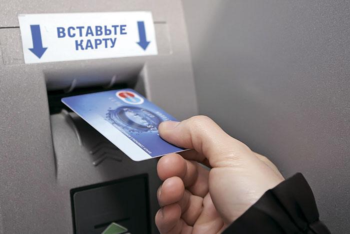 В Курской области мужчина украл с банковской карты 300 тысяч рублей