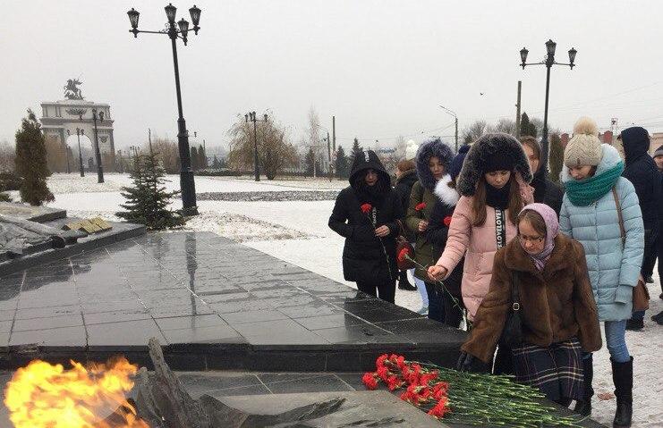 В рамках федеральной программы участники всероссийского автопробега «Не забыть нам никогда» посетили Курск.