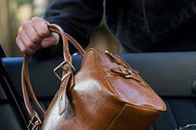 Курянин забыл сумку с 100 тысячами рублей